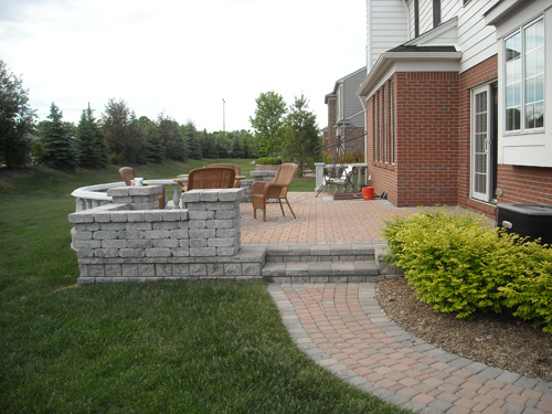 paver patio and wall design michigan